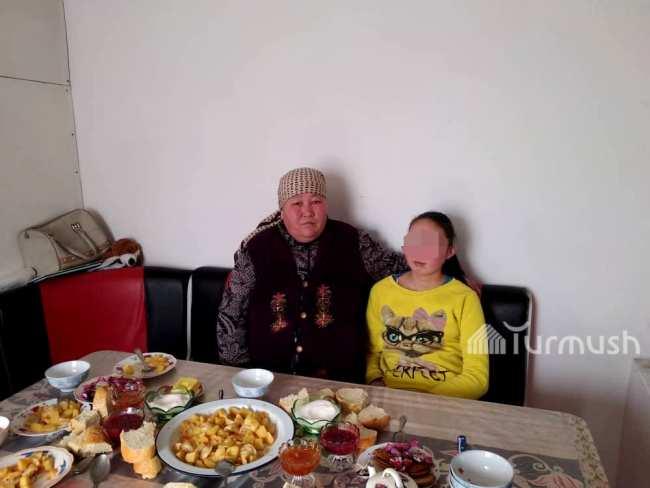Жылдызкан Султангазиева с дочерью Айжамал