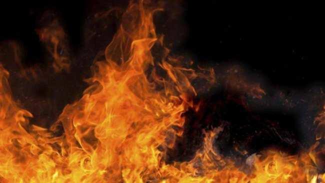 На Орто-Сайском рынке ночью горел магазин.