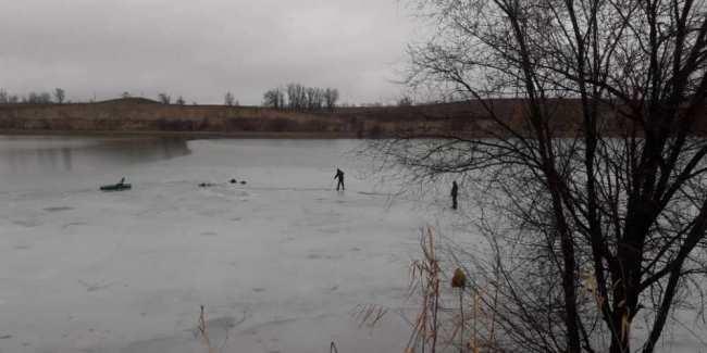 � �енин�ком под�о��ок п�овалил�� под лед, иг�а� на заме�з�ем озе�е