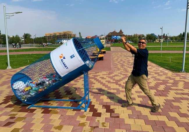 Посол США Дональд Лу призывает присоединиться к эко-челленджу и очистить Бишкек от пластика