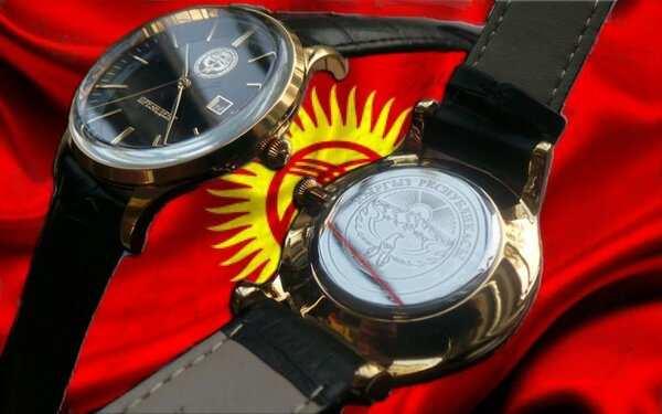 Магазин watch.kg, оставаясь верным своим  традициям, рад представить очередную уникальную коллекцию часов от  торгового дома «Полет». Это новая серия часов Президент-Кыргызстан  выполненная с использованием лучших традиций компании «Полет».  Подарочные мужские наручные часы имеют высокоточные часовые механизмы.