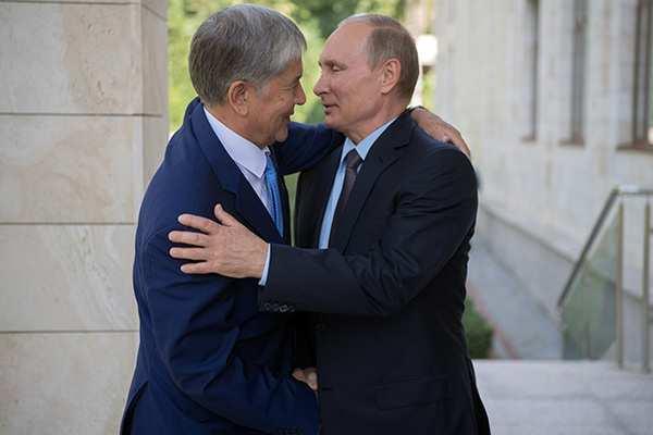Карамушкина, Путин, Жээнбеков... Кого Атамбаев называл своими друзьями