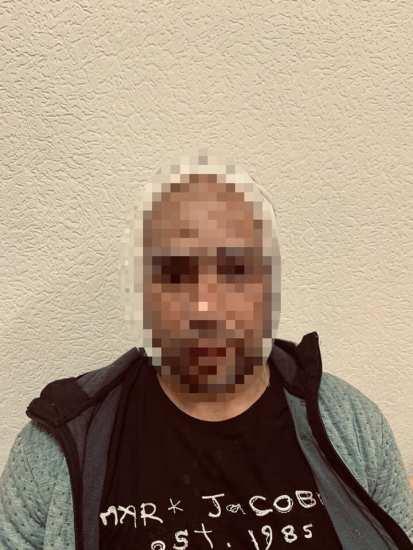 Люди в масках избивали мужчину в его квартире. Стали известны подробности