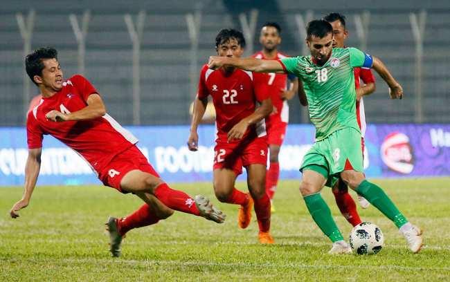 Матч уже завтра. Половина таджикских футболистов еще не прилетела в Бишкек