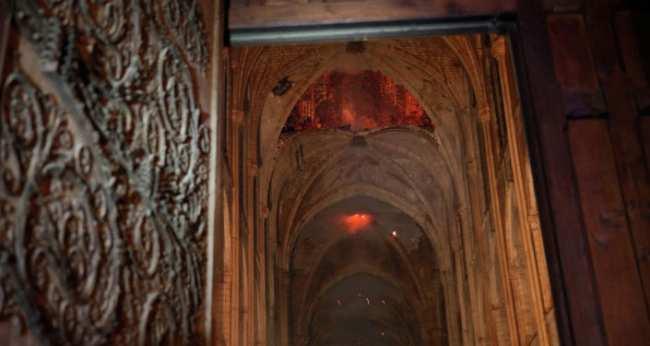 �ожа�н�е во в�ем� ���ени� к��пного пожа�а в здании �обо�а �а�иж�кой �огома�е�и в �а�иже. 16 ап�ел� 2019 года