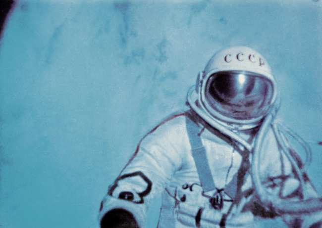 Кадр из документального фильма В скафандре над планетой
