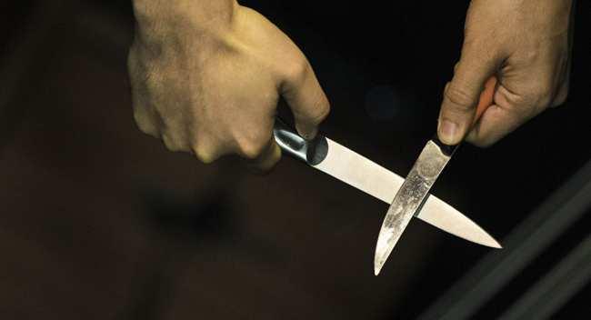 ��ж�ина � ножами. ���ивное �о�о