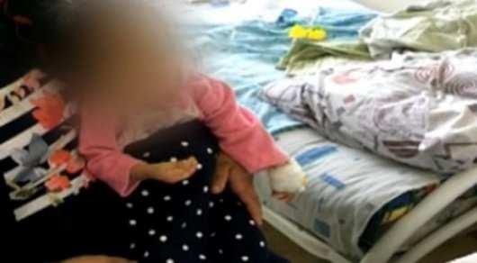 Истощенные от голода брат и сестра попали в больницу Кордая - Кадр из видео ©КТК