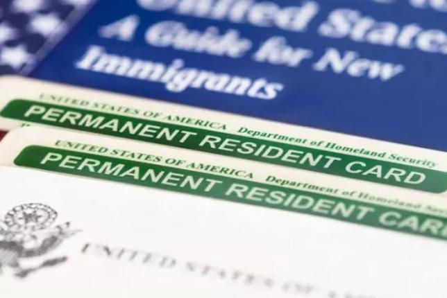 Посольство США в КР: Мошенники вымогают деньги за сведения о грин-кард