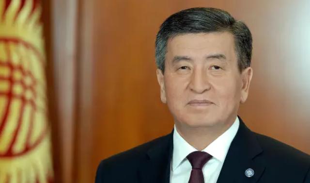 Сооронбай Жээнбеков призвал учить кыргызский, но не забывать и про другие языки