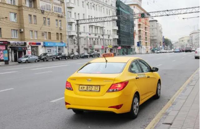 Таксист из Кыргызстана в Москве прождал 8 часов на улице, чтобы вернуть клиентке кошелек