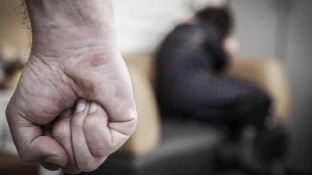 Жертва семейного насилия отсудила у бывшего мужа 350 тысяч сомов