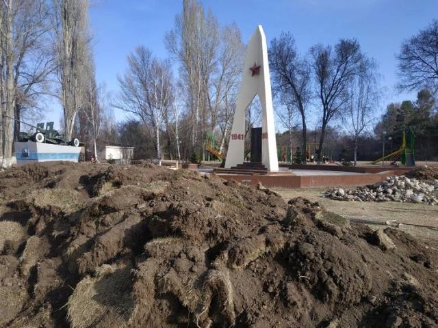 В Чолпон-Ате реконструируют парк Победы
