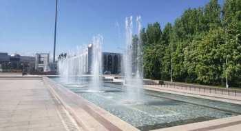 В Бишкеке включили фонтаны — сезон открыт.