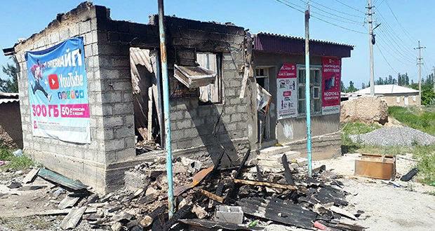 По последним данным, разрушено и сожжено 120 жилых домов
