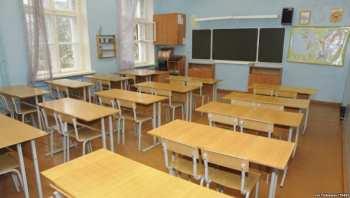 Учителей одной из столичных школ обязали перечислить деньги на счет пострадавших в Баткенской области