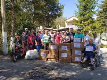 Сотрудники и подопечные дома престарелых собрали гумпомощь для баткенцев