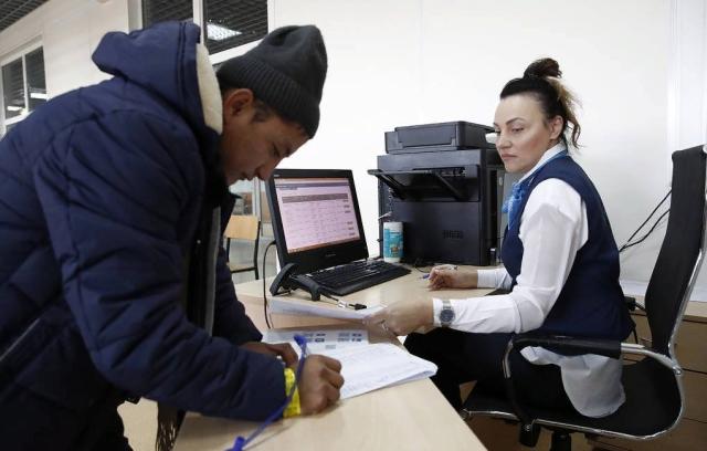 Мигрантов в России обяжут получать единый электронный документ