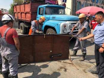 Борьба Ленинского акимиата со стихийной торговлей на Ошском рынке — спектакль