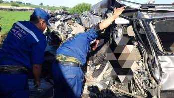 Страшная авария на трассе Бишкек - Ош: шесть человек погибли, двое ранены (фото)